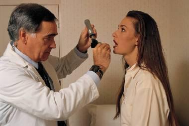 Медицинская помощь при стенозе гортани