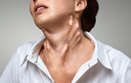 Удушающее воздействие при параличе гортани