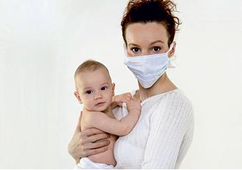 Мама должна носить маску во время болезни