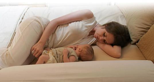 Грудничок  с мамой