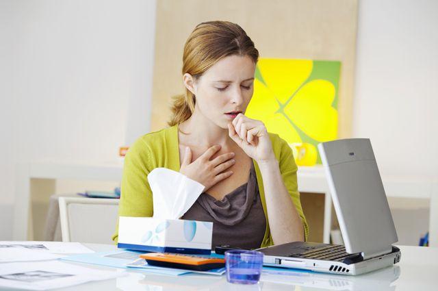 Приступ кашля при аллергическом бронхите