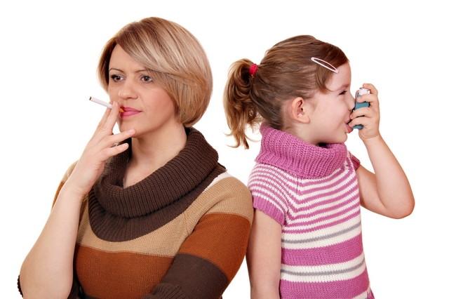 Пассивное курение приводит к развитию астматического бронхита у детей