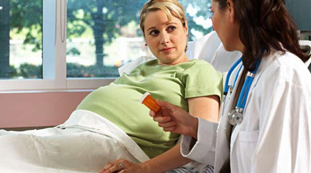 Осмотр беременной специалистом